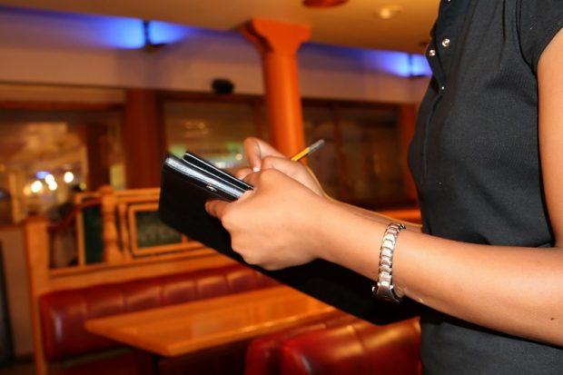 Quels sont les rôles des hôtesses lors d'un évènement professionnel ?