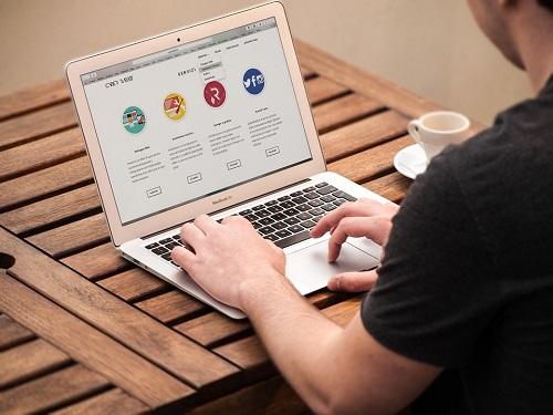 Qui contacter pour créer un site web ?
